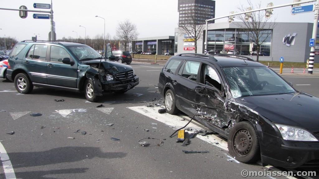 Verkeersongeval op de kruising Europaweg-Zuid met Balkenweg in Assen