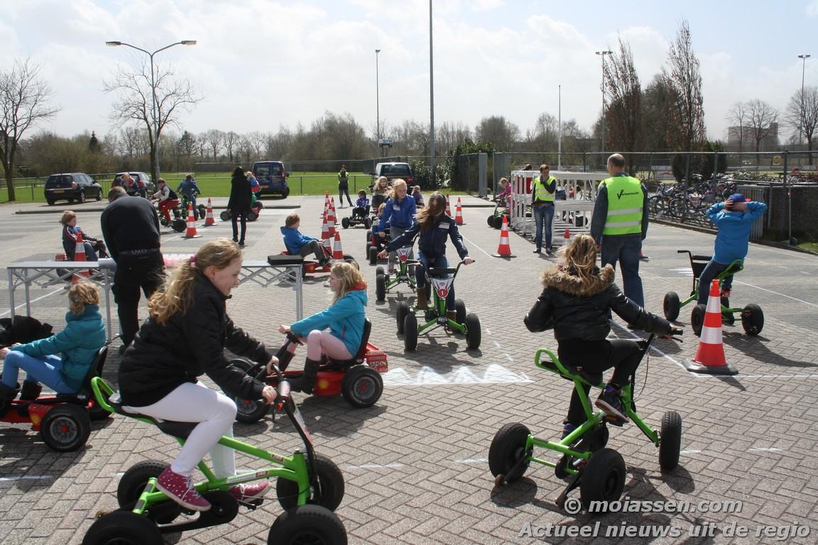 Mobiele Verkeersplein van Shell en Veilig Verkeer Nederland in Assen als doel verkeersveiligheid onder basisschoolleerlingen te vergroten