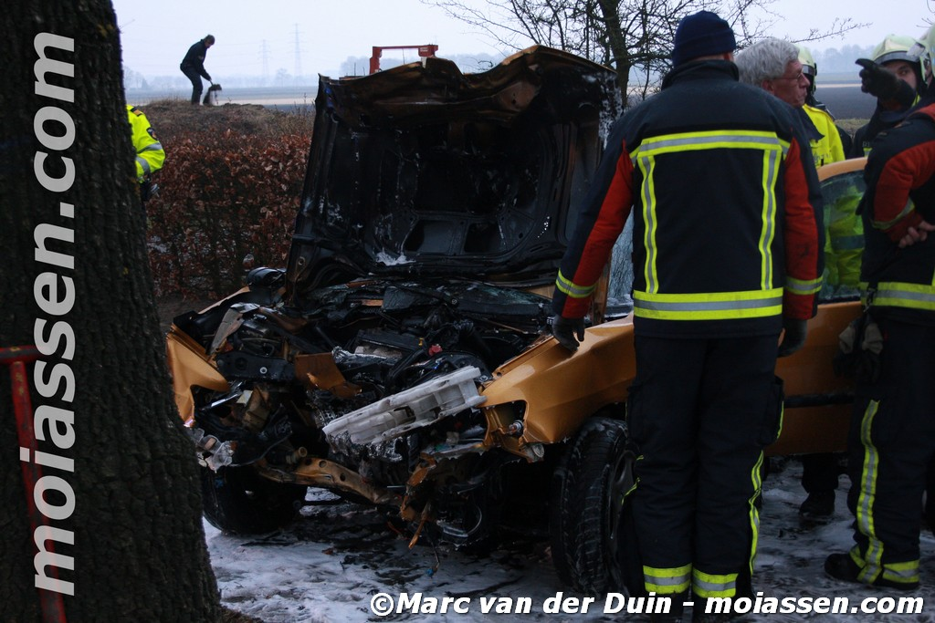 Auto in brand gevlogen na ongeval
