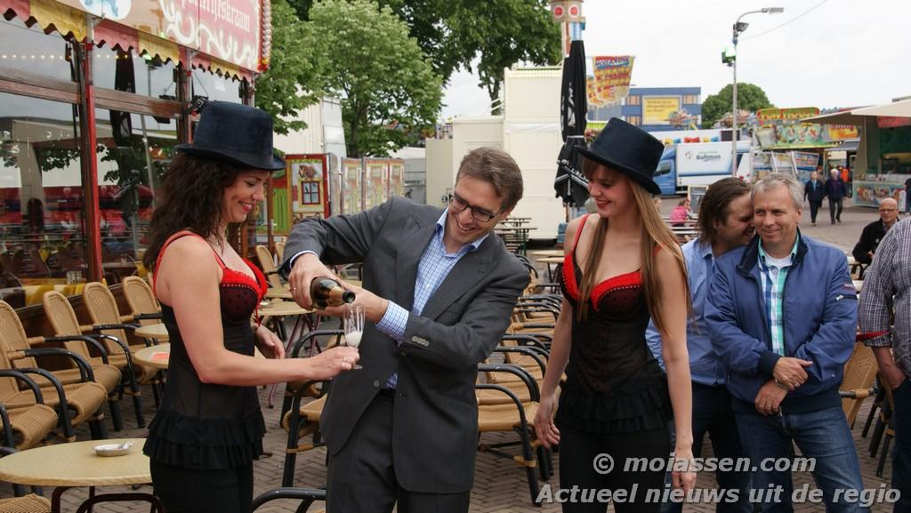 Champagne vloeit bij opening TT Kermis (foto's update)