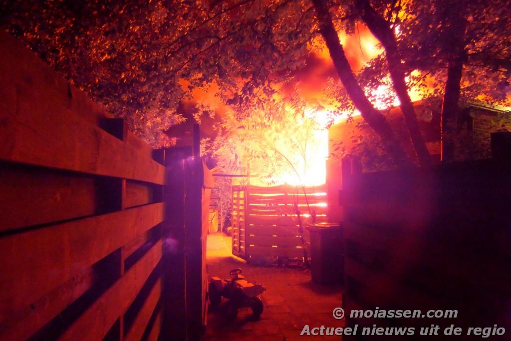 Brand in schuurtje aan de Violenstraat / Rozenpad (Video Update)