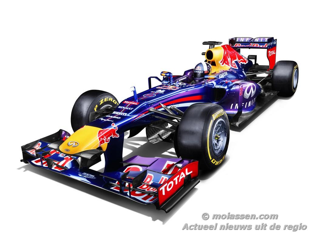 Coulthard in Formule 1-auto door binnenstad Assen