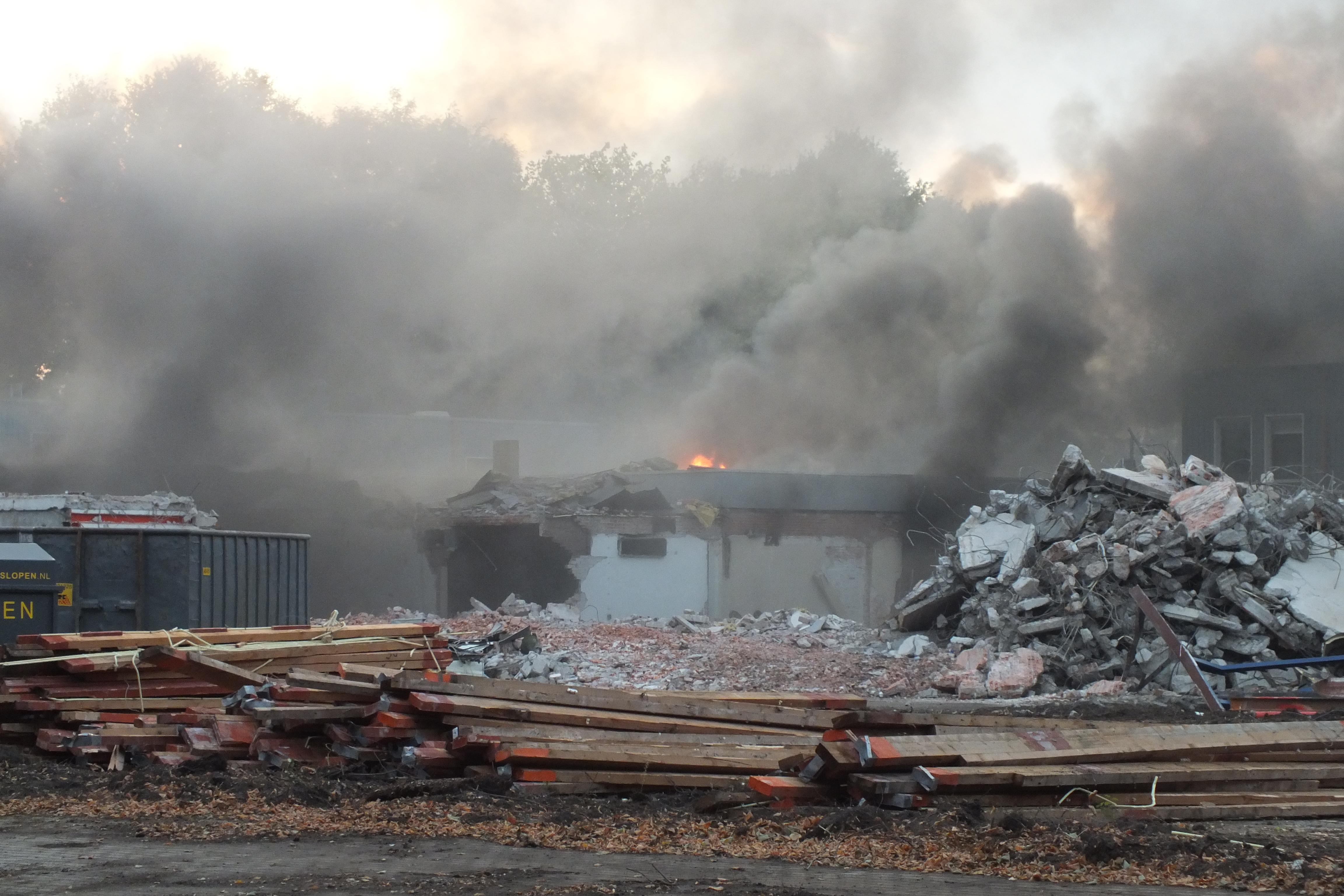 Middelbrand Oude politiebureau aan de Tuinstraat in Assen (UPDATE VIDEO)