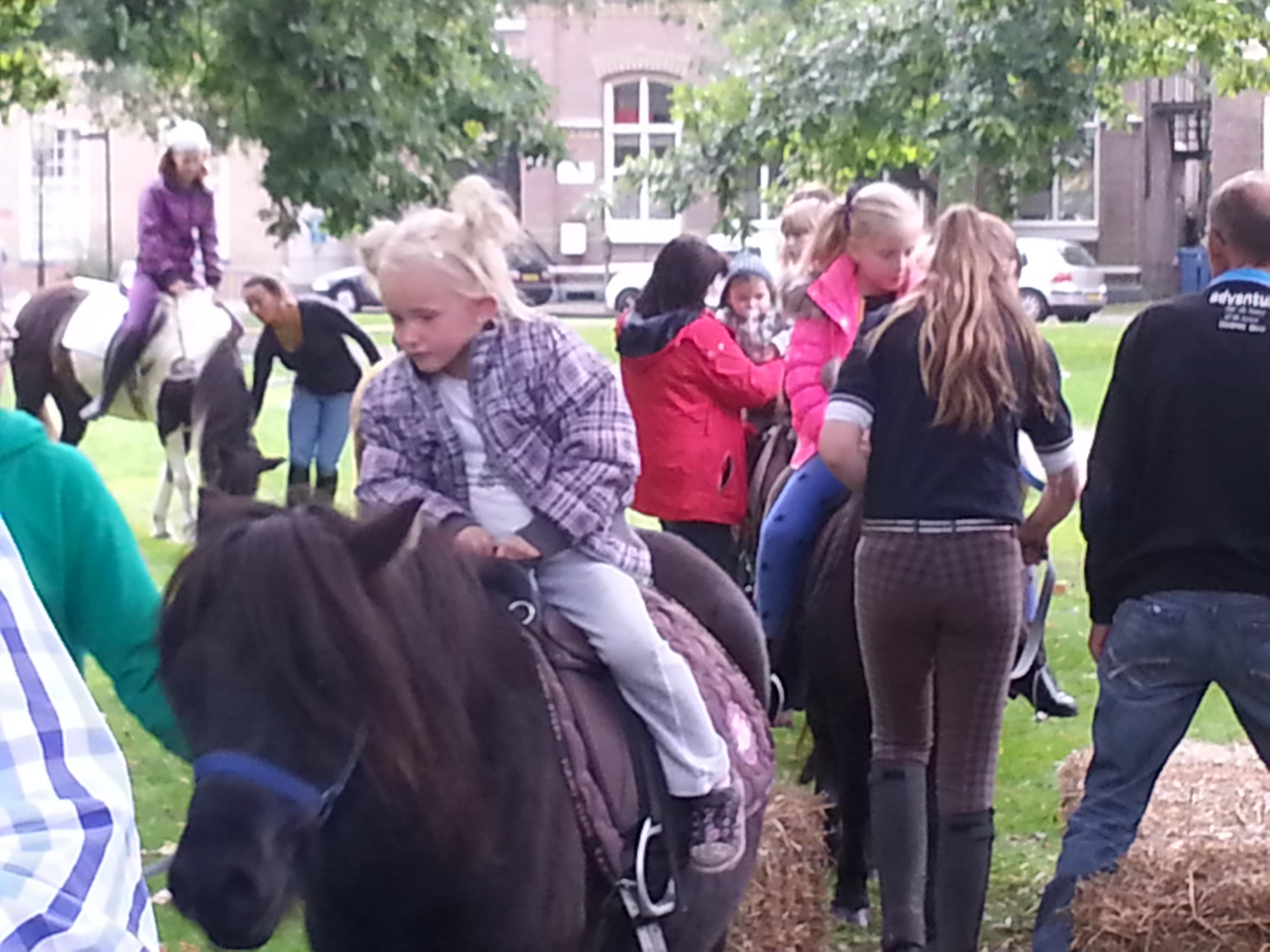 Jeugd kan gratis ponyrijden en vrijkaarten NIC winnen (UPDATE FOTO's)