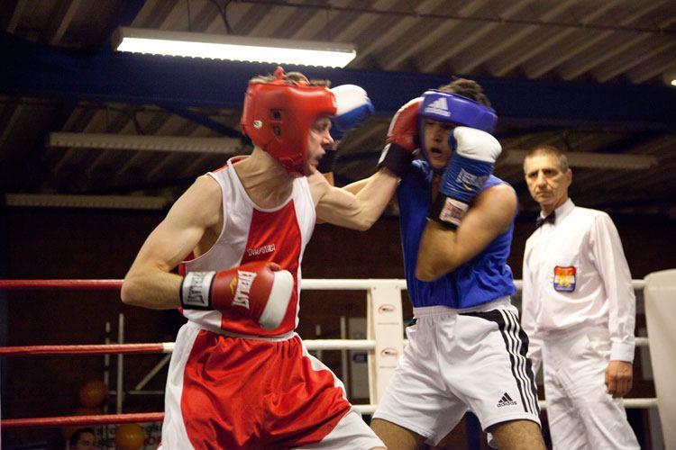 Hendrik Wielinga van Boksteam Assen vecht zich naar de titel met 2 KO's(video)