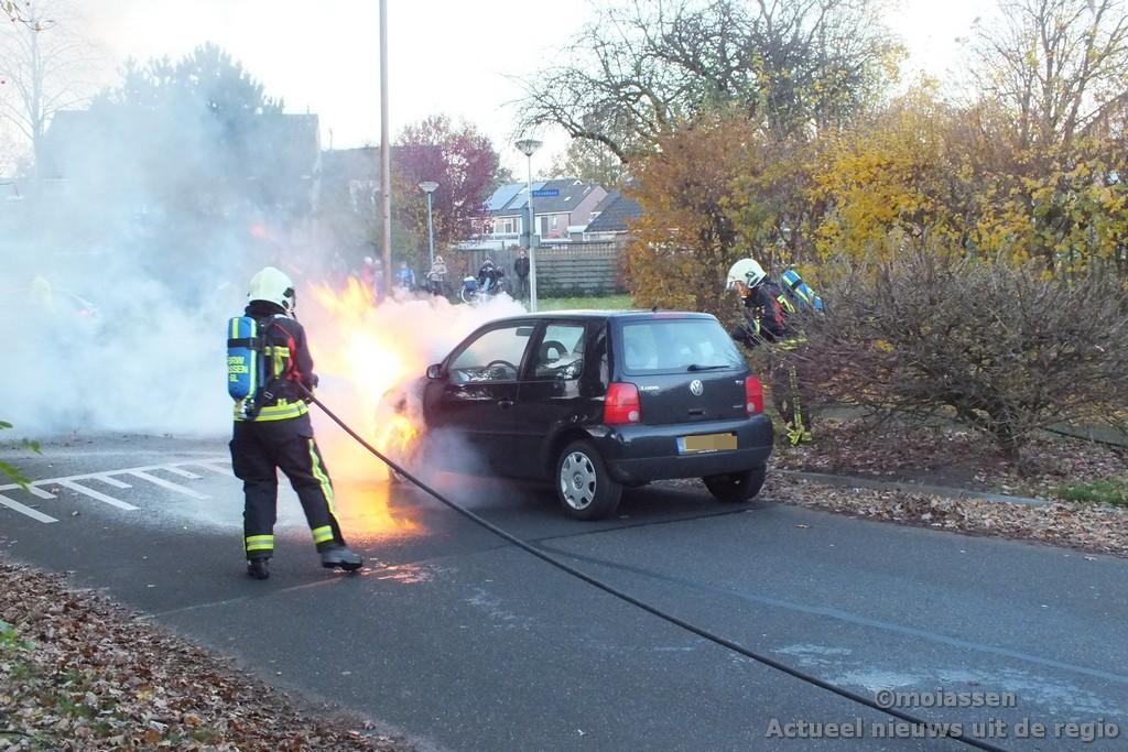 Auto in brand op Smetanalaan in Assen