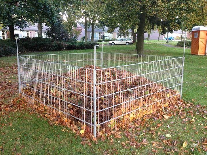 Gemeente plaatst korven voor afgevallen bladeren