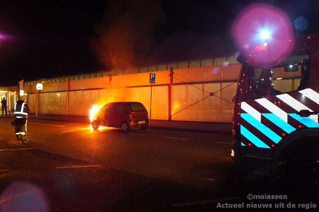 Autobrand op stationsplein in Assen (Video)
