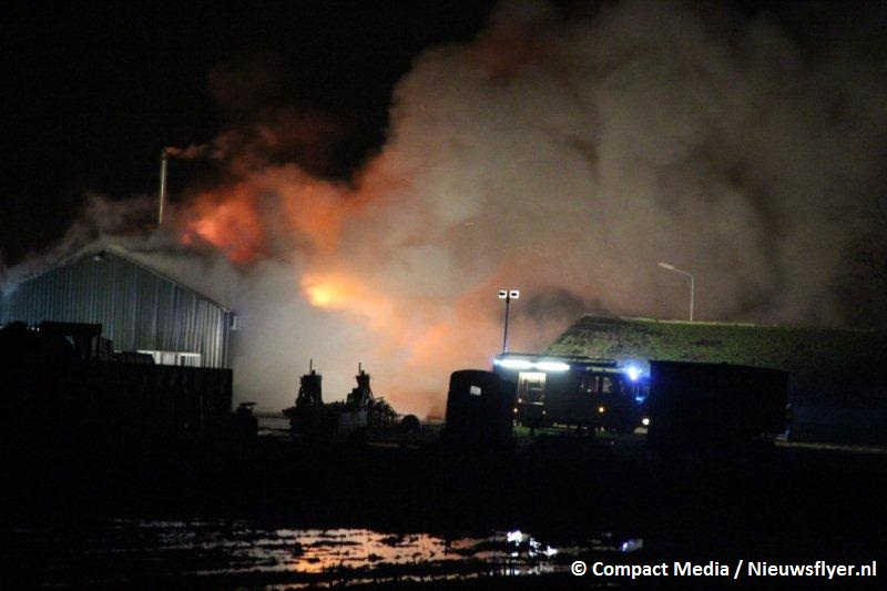 Brand verwoest grote schuur in Tynaarlo