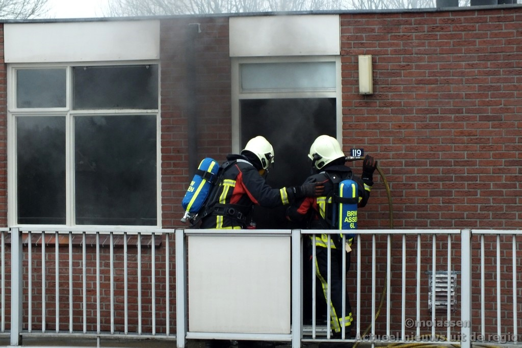 Middelbrand in flat aan Sluisstraat in Assen(UPDATE VIDEO)