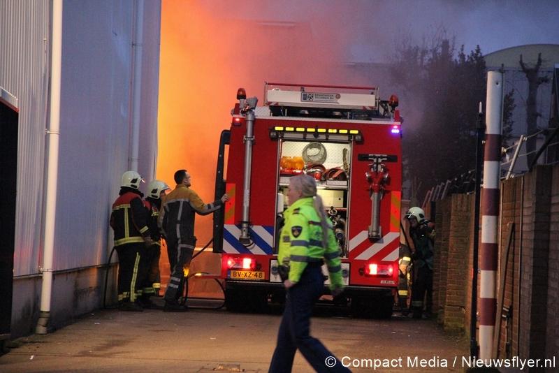 Vrachtwagen vat vlam tijdens werkzaamheden