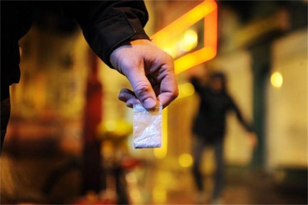 Zeven aanhoudingen bij drugscontrole in Assen