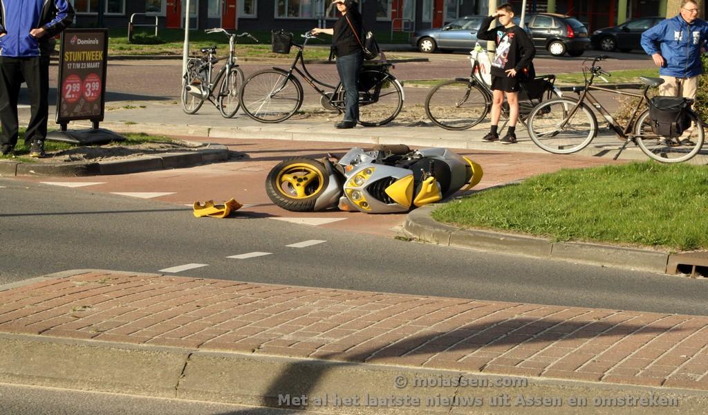 Bestuurder scooter gewond na aanrijding met auto