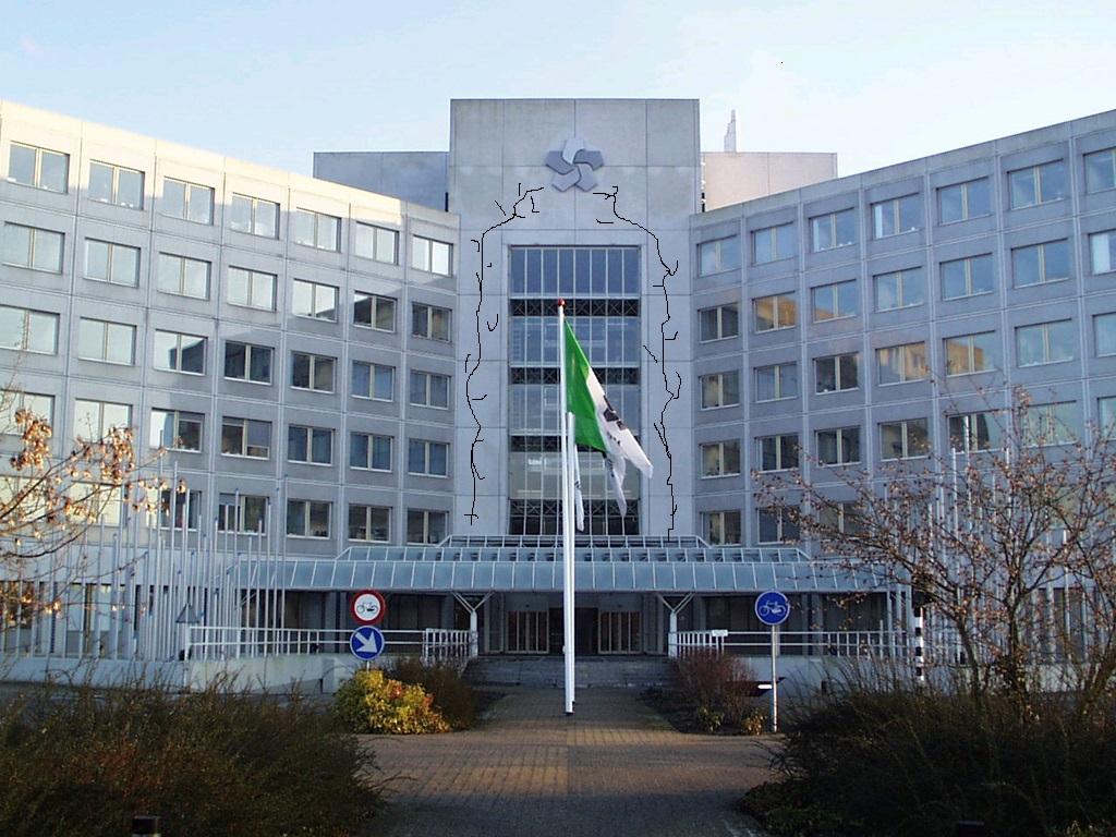 Actievoerders verven scheuren in hoofdkantoor NAM