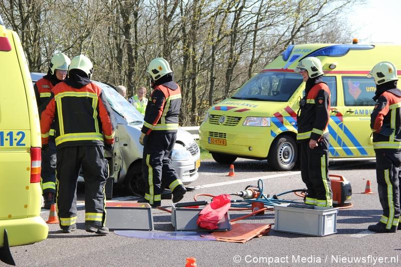 Auto over de kop geslagen op A28 bij Beilen