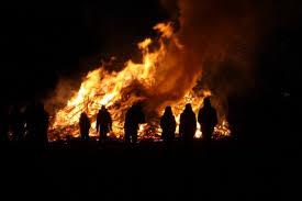 Lichte brandlucht in Drenthe door Duitse paasvuren