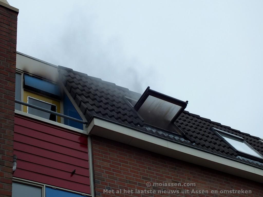 Woning onbewoonbaar door smeulende laptop aan Het Kanaal (VIDEO)