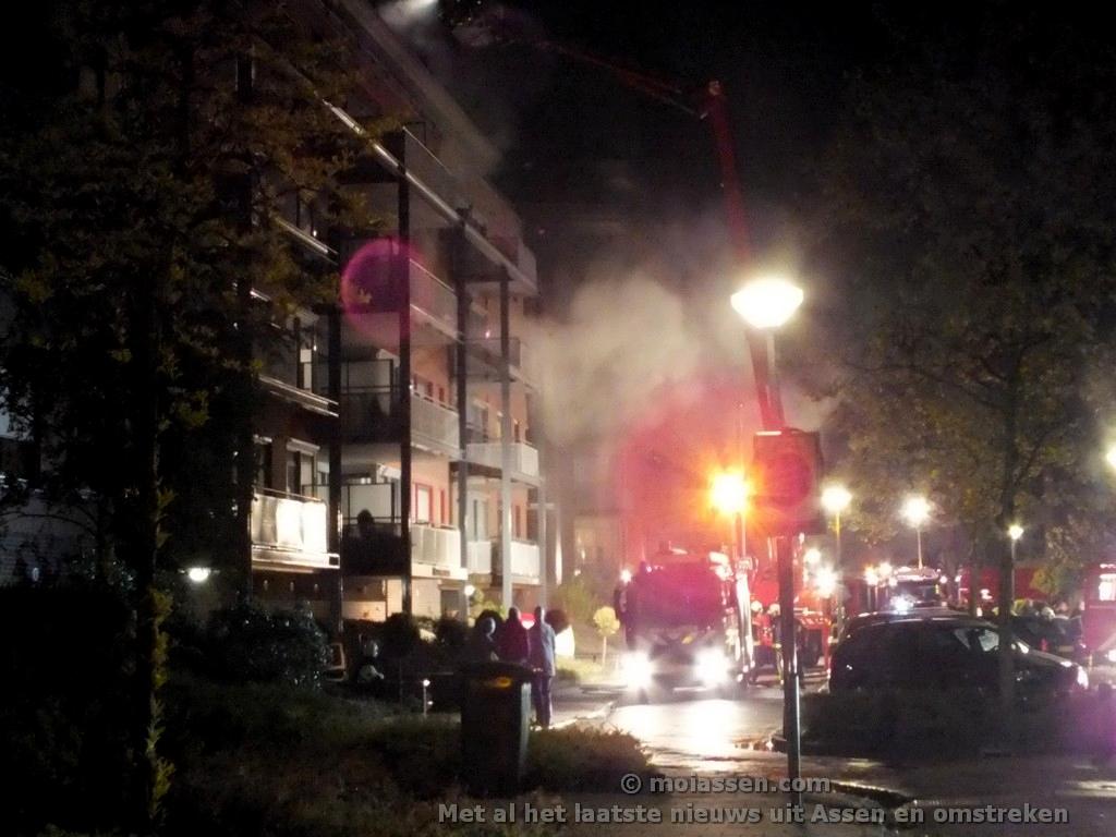 Dode bij grote brand in appartementencomplex aan Zuidhaege in Assen (Update VIDEO 2x)