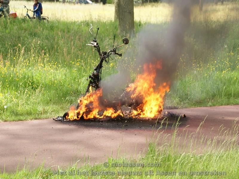 Bromfiets in de brand