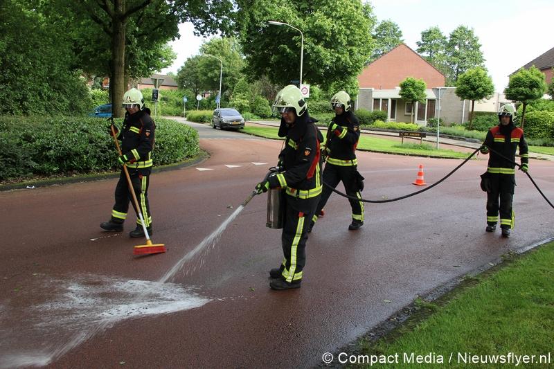 Brandweer gealarmeerd voor reinigen wegdek