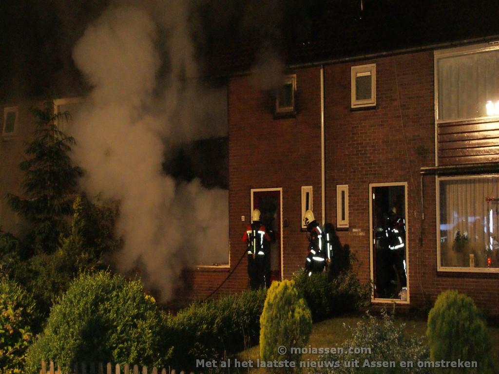 Woningen beschadigd door uitslaande woningbrand in Beilen