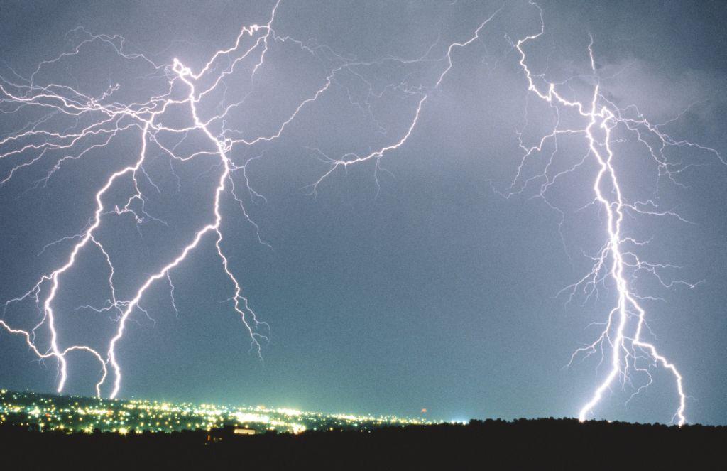 KNMI geeft code geel voor onweersbuien