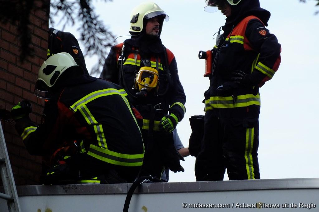 Dakbrand aan de Begoniastraat in Assen(video)