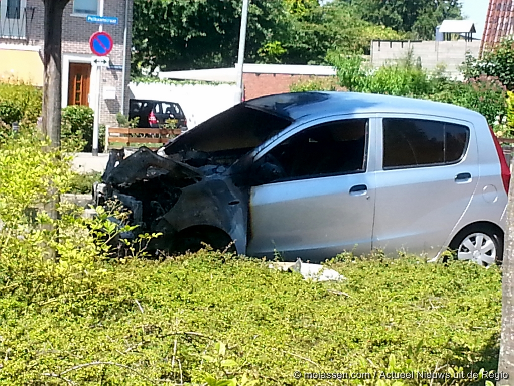 Auto / container verwoest door brand in Assen
