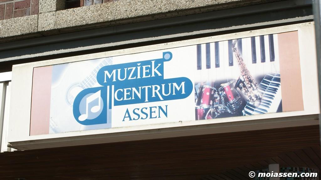 Voordeur  bevuilen van de Muziekcentrum Assen(update)