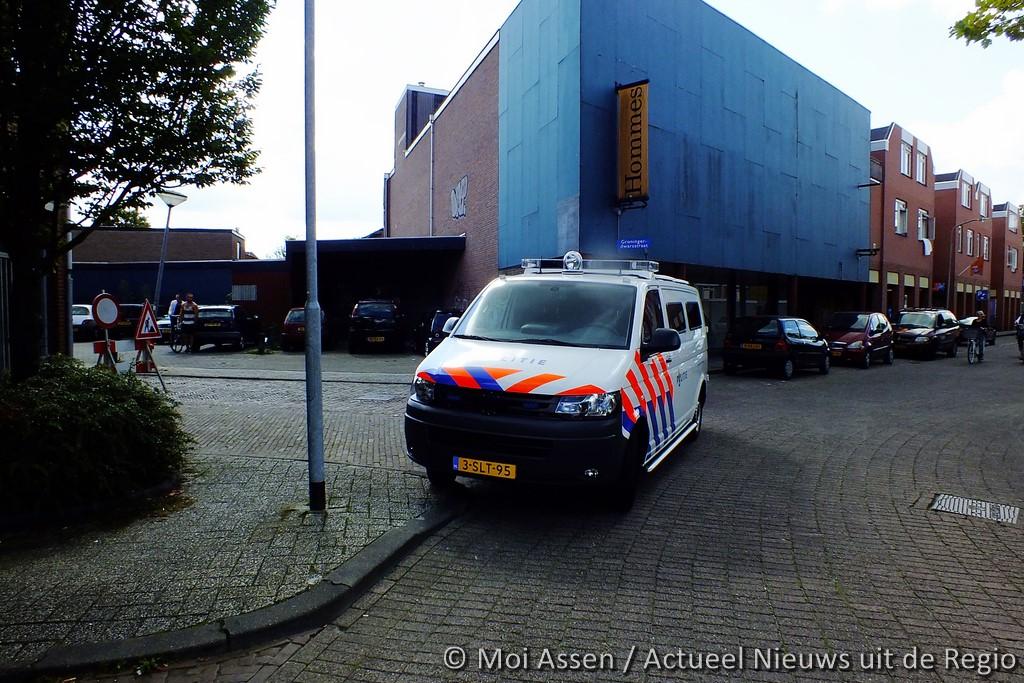 De politie doet doorzoeking in leegstaand pand van Hommes in het centrum van Assen (Update)