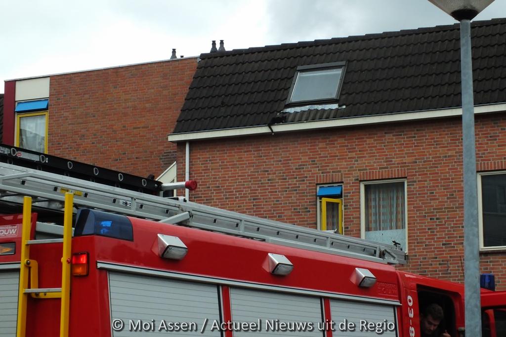 112 Kort: Kat in de goot aan de Kanaalstraat in Assen.