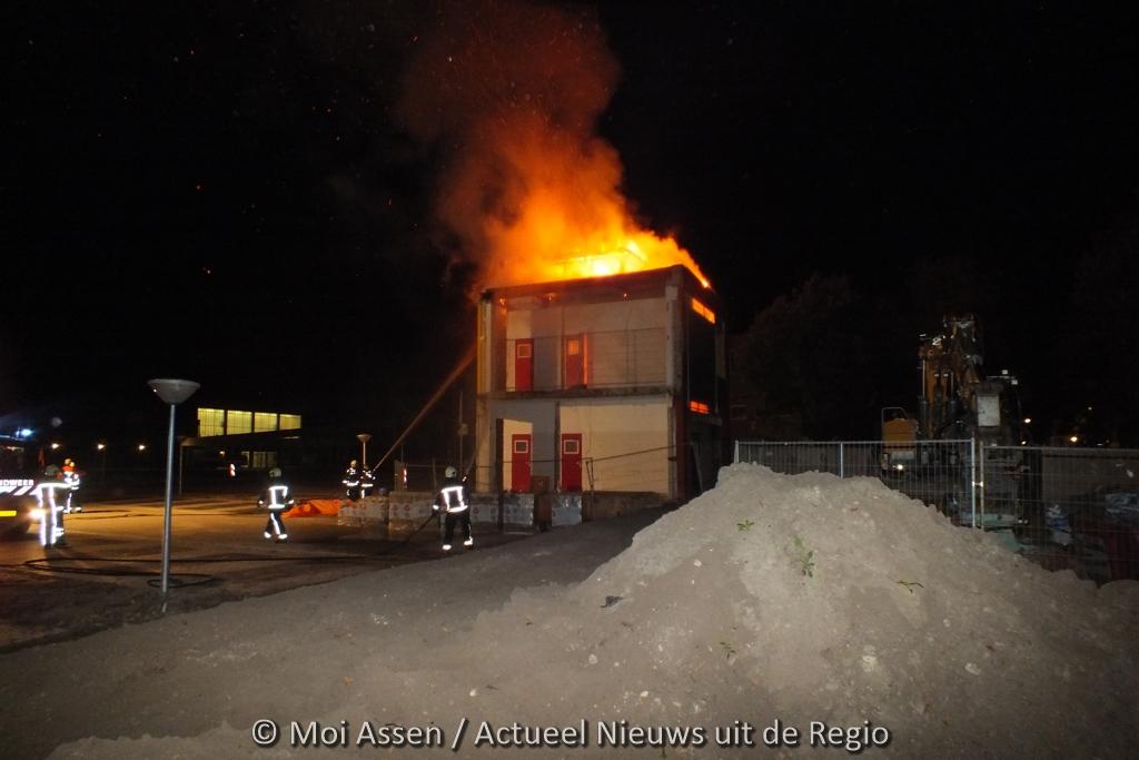 VIDEO:Brand verwoest sterrenkijker van Vincent van Gogh college in Assen