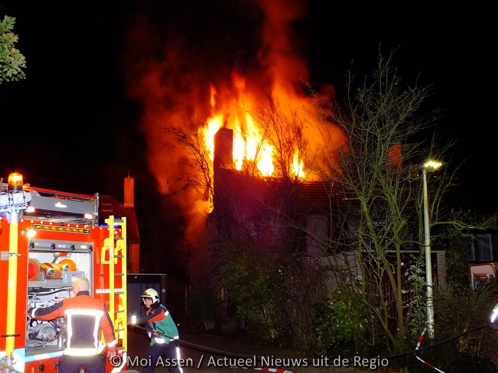 Burgemeester onderzoekt brand aan de Amelterhout in Assen
