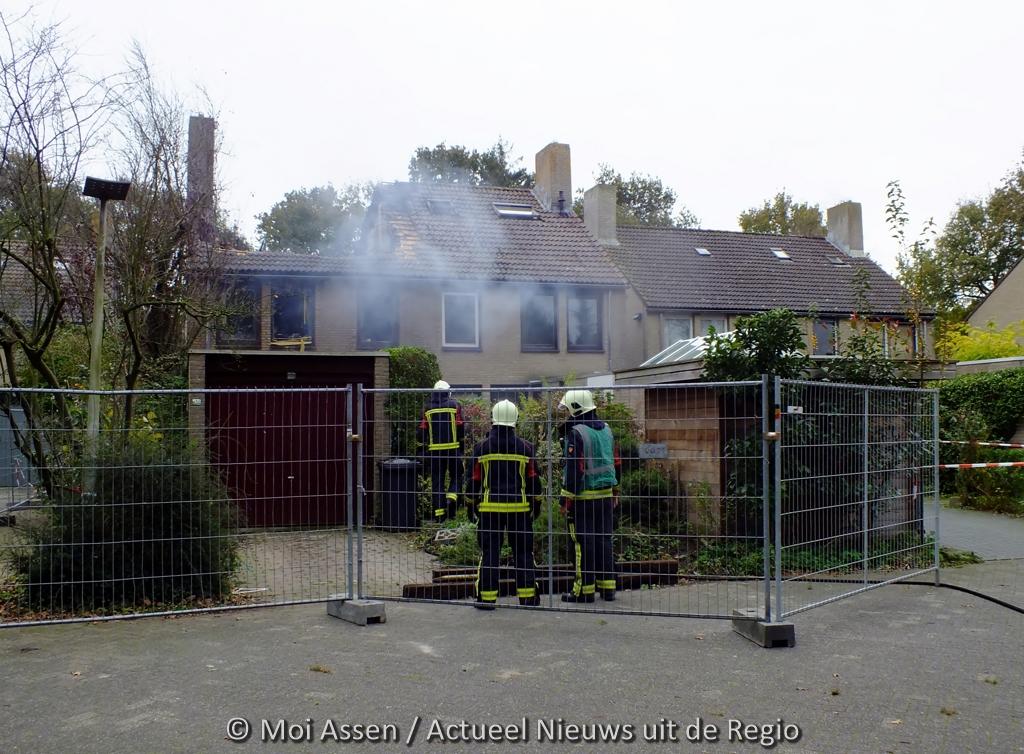 Schade grote brand goed zichtbaar bij daglicht