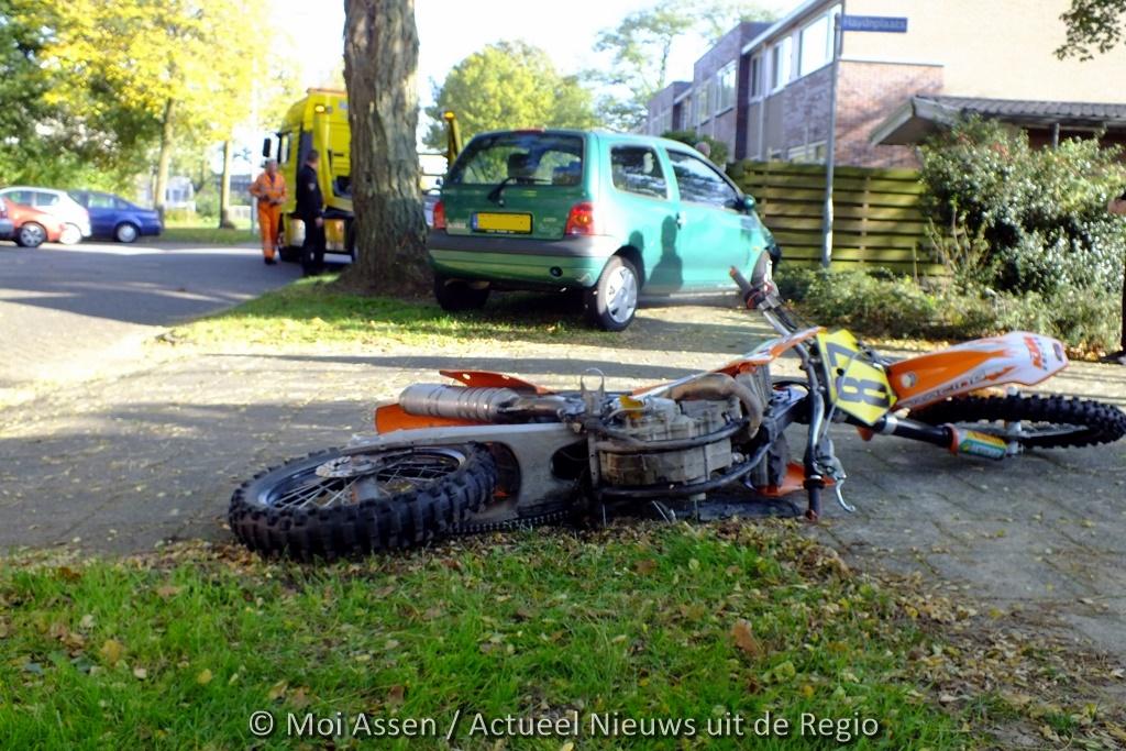 Motorrijder vlucht na ongeval met auto in Assen