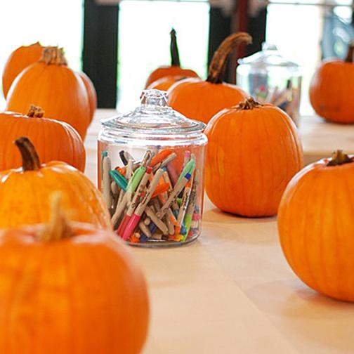 Halloweenpompoenen maken in Bibliotheek Assen