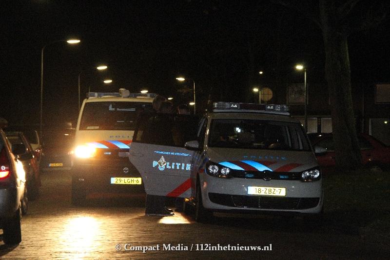 Video:Politie gealarmeerd voor steekpartij aan de Pelikaanstraat in Assen.