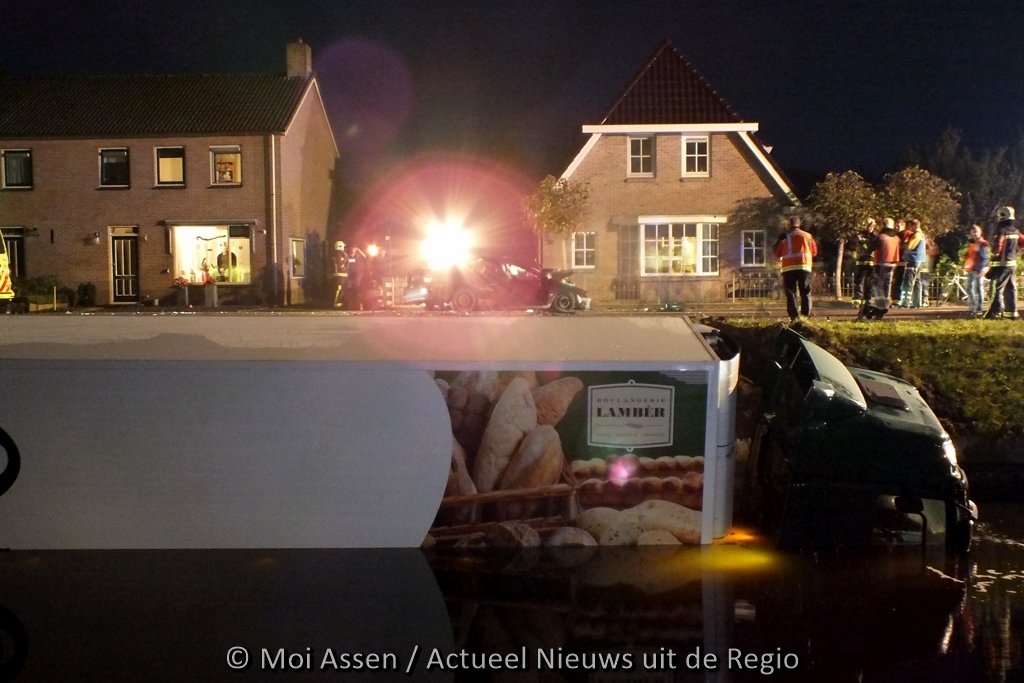Video:Vrachtwagen belandt in Drentsche Hoofdvaart bij Smilde