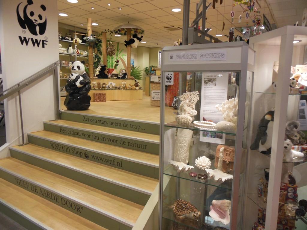 Verboden souvenirs en verantwoorde cadeaus in de WNF Giftshop