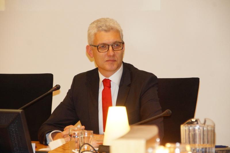 Burgemeester van Assen breekt zijn heup na val met stadsfiets