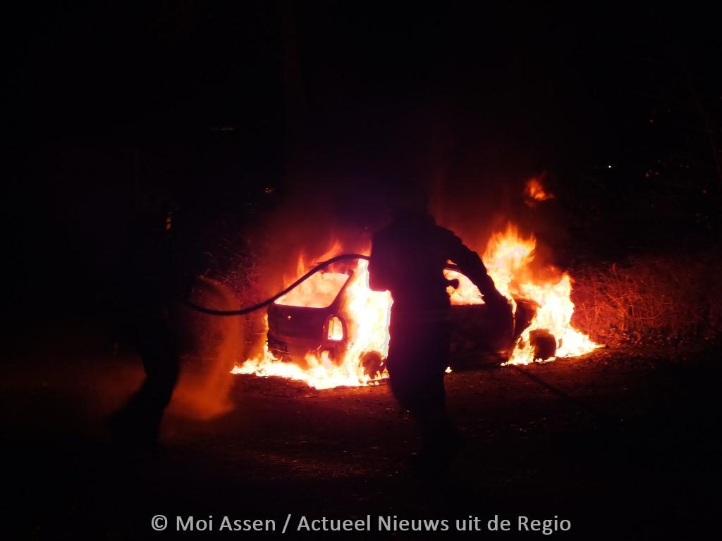 Video:Auto in brand gestoken in Assen