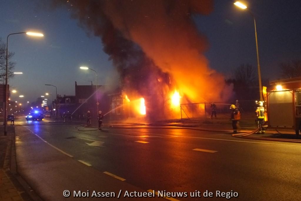 Uitslaande woningbrand Rolderstraat in centrum van Assen