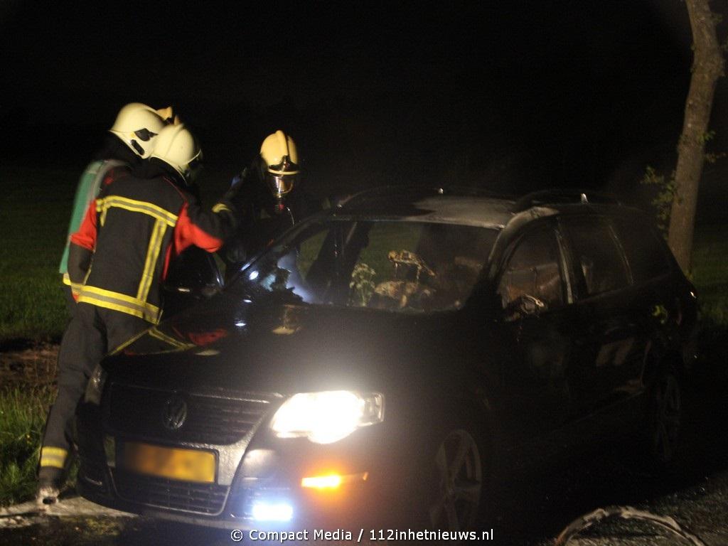 Volkswagen Passat brand uit in Ubbena