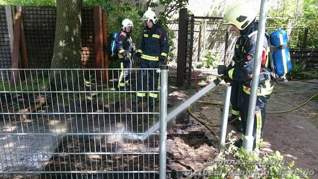112 Kort: Schutting in brand in Assen