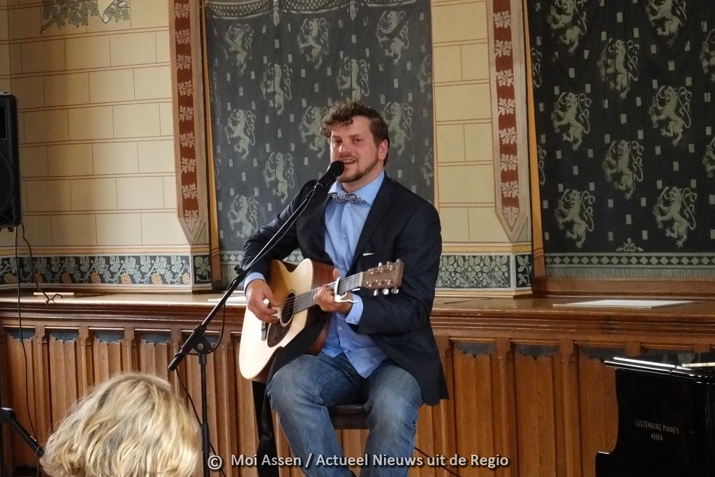 Video: Jason Staal gaf aftrap voor de soloalbum 'Daggedachten' met een liveoptreden in het Drents Museum in Assen