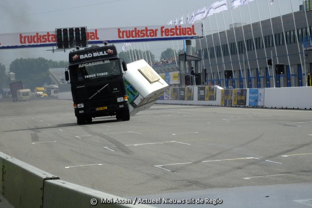 Met ronkende motoren, piepende banden is Truckstar 2015 in volle gang