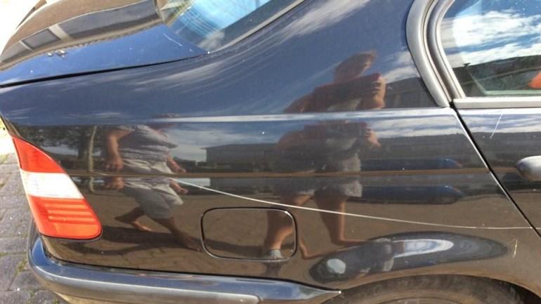 Auto's bekrast en vernield aan de Obrechtlaan in Assen