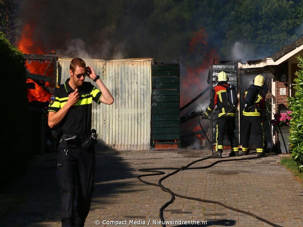 Garage volledig uitgebrand aan de Stroetenweg in Nooitgedacht
