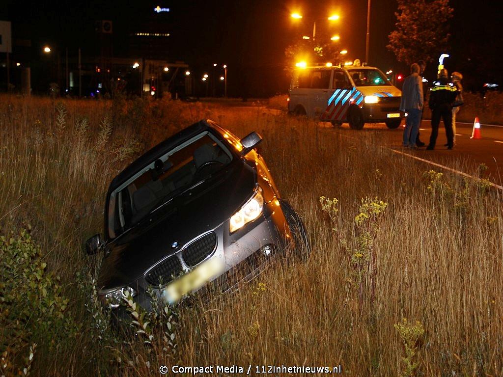 BMW in de sloot aan de Balkenweg in Assen