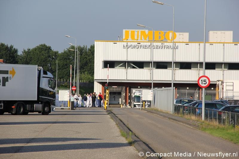 Gebouwbrand gemeld bij Distributiecentrum Jumbo in Beilen